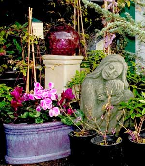 Scarborough gardens garden decor for Garden decor accents